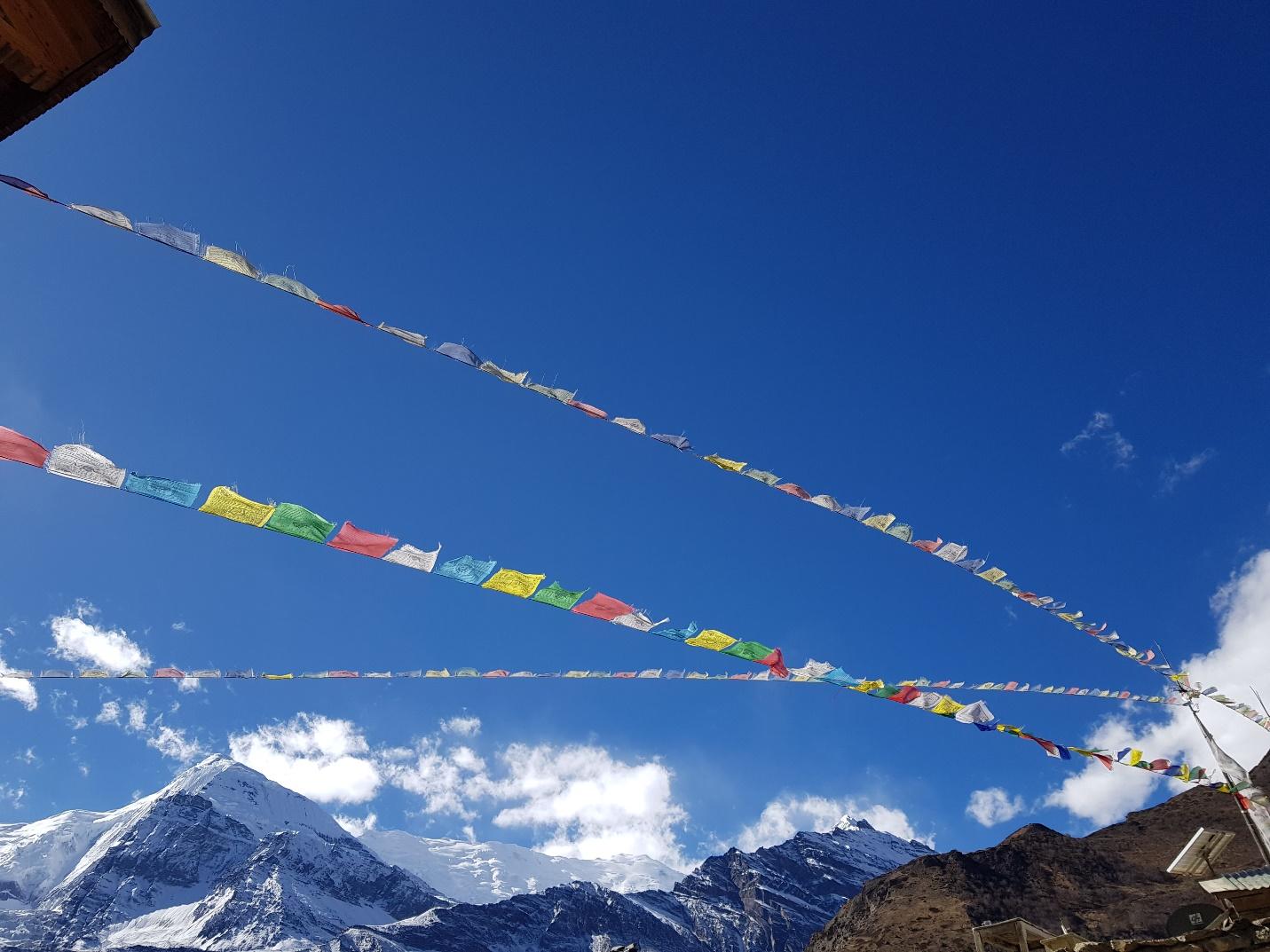Tới Nepal, gửi lời nguyện cầu theo những lá cờ Lungta bay phấp phới - 1