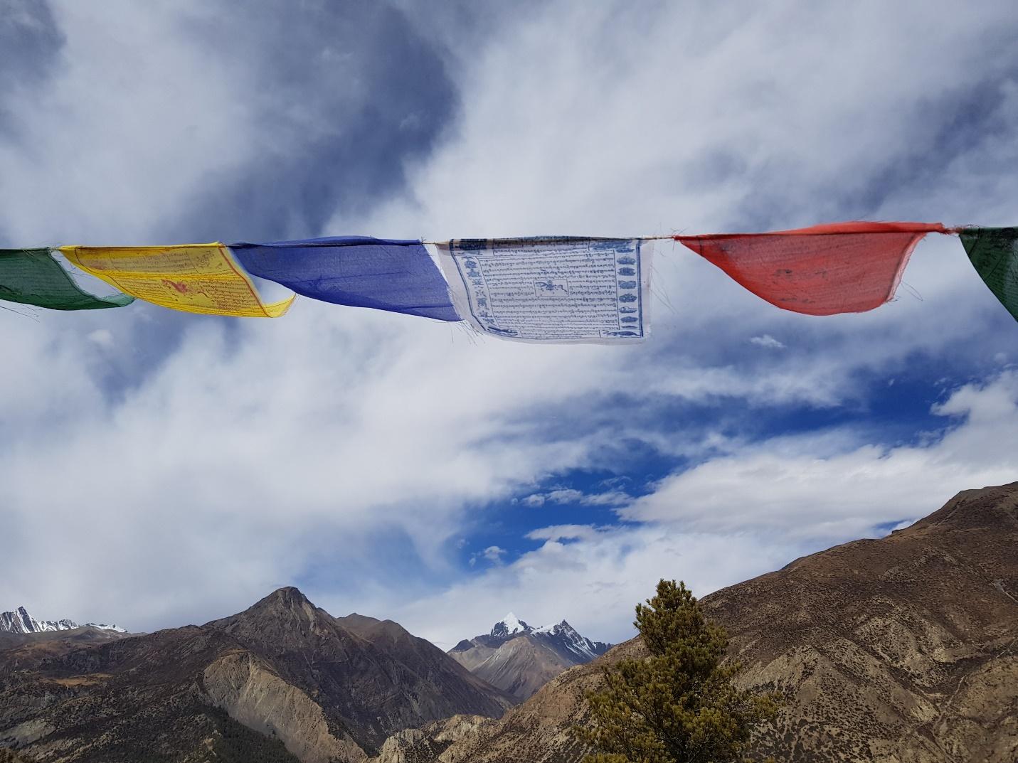Tới Nepal, gửi lời nguyện cầu theo những lá cờ Lungta bay phấp phới - 4
