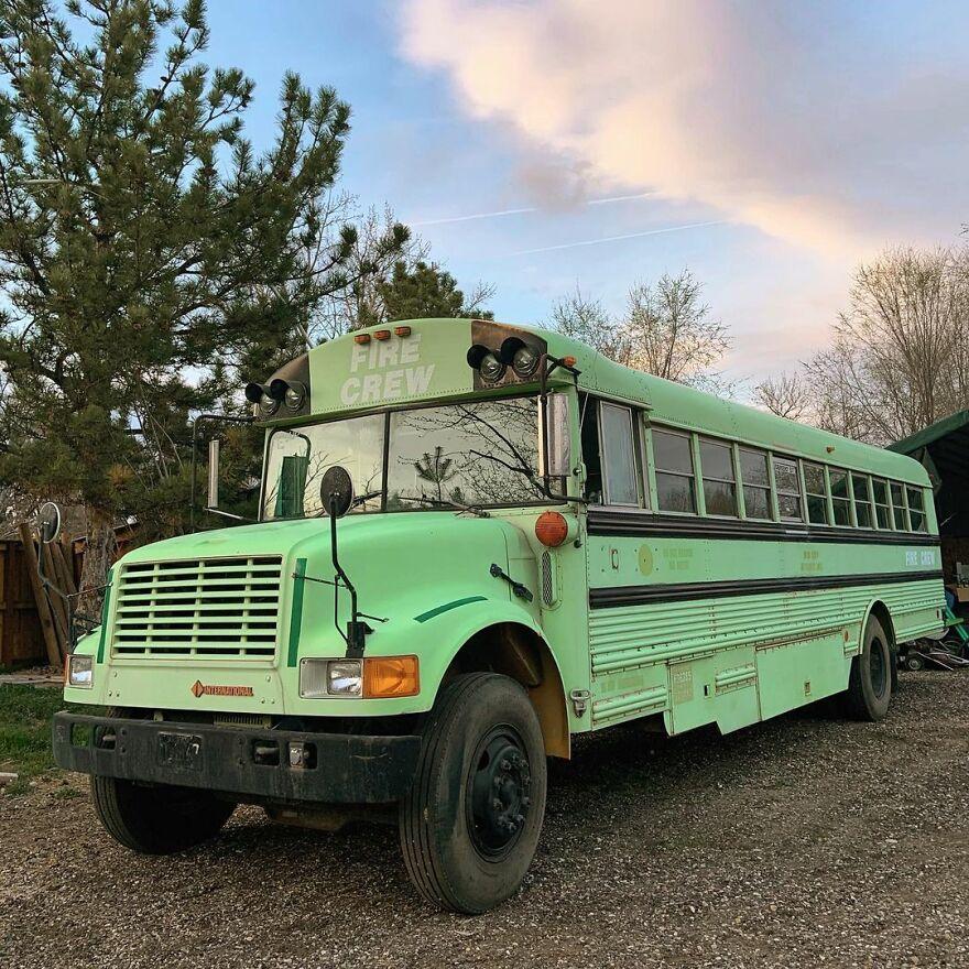 Phát hiện hẹn hò chung một người, ba cô gái đã 'độ' lại chiếc xe buýt để 'phượt' xuyên nước Mỹ - 2