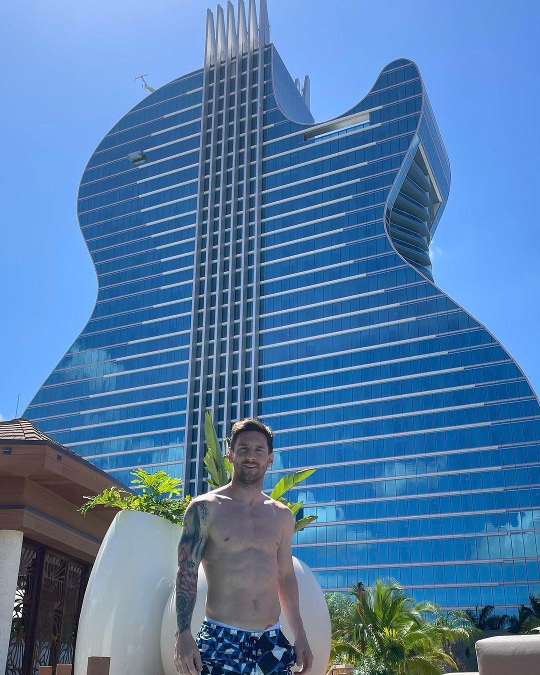 Khám phá khách sạn hình cây đàn mà gia đình Messi đang nghỉ dưỡng - 1