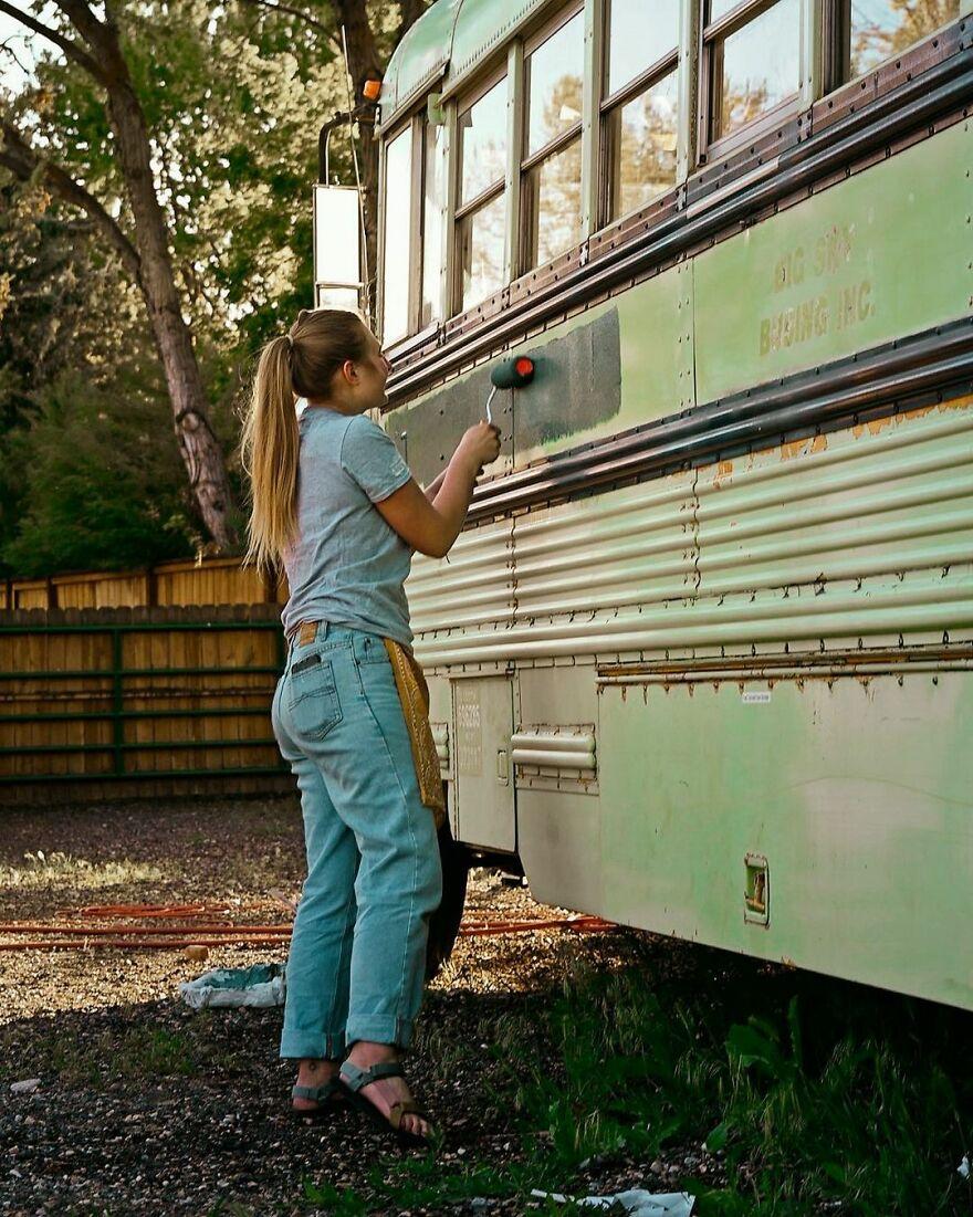 Phát hiện hẹn hò chung một người, ba cô gái đã 'độ' lại chiếc xe buýt để 'phượt' xuyên nước Mỹ - 6